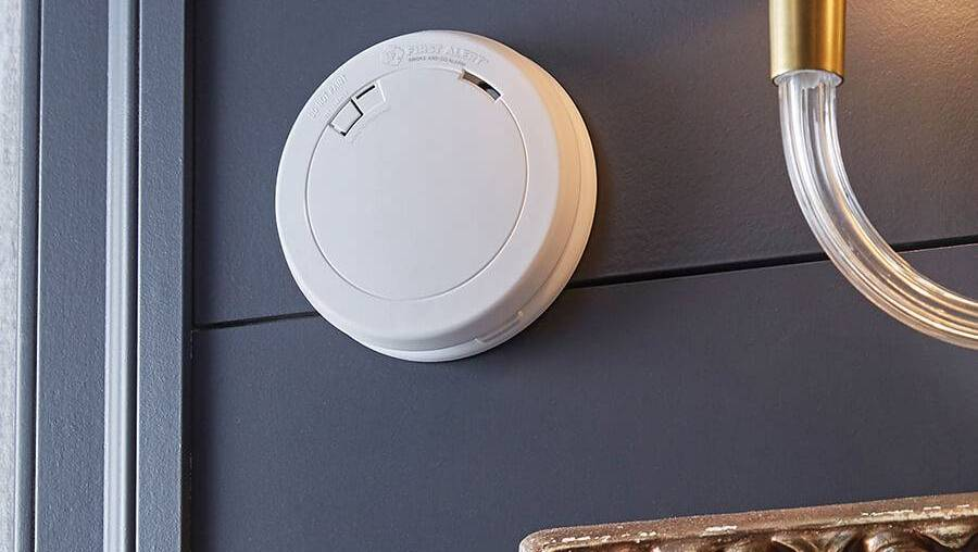 Combination Smoke Alarm and Carbon Monoxide Detector with 10-Year Battery
